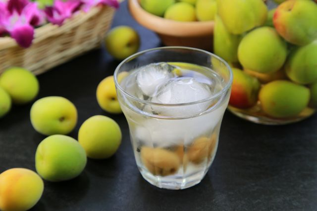 女性に人気の飲みやすいお酒!市販の「甘い梅酒」おすすめ銘柄12選